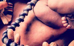Cordonul ombilical al nou nascutului, firul direct, de 50-60cm, prin care pulseaza viata.